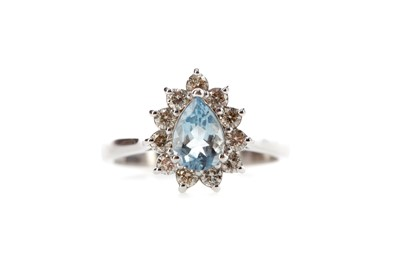 Lot 481 - AN AQUAMARINE AND DIAMOND RING