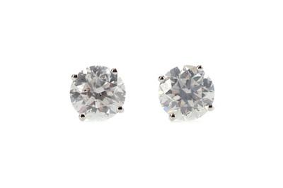 Lot 485 - A PAIR OF CERTIFICATED DIAMOND STUD EARRINGS