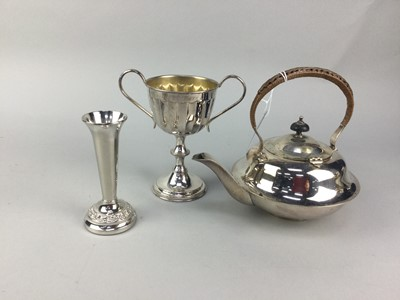 Lot 18 - AN EARLY 20TH CENTURY SILVER PLATED KETTLE ON STAND AND OTHER PLATE