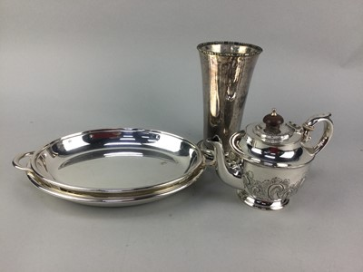 Lot 19 - A SILVER PLATED CIRCULAR TRAY AND OTHER PLATE