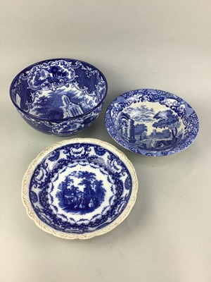 Lot 25 - AN EARLY 20TH CENTURY BLUE AND WHITE CIRCULAR BOWL AND OTHER BOWLS AND PLATES