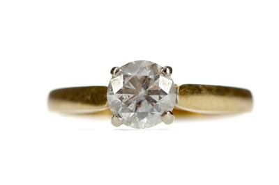 Lot 306 - A DIAMOND SOLITAIRE RING
