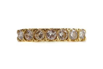 Lot 540 - A DIAMOND SEVEN STONE RING