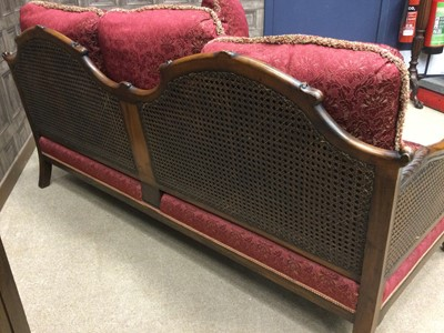 Lot 1352 - AN EARLY 20TH CENTURY MAHOGANY BERGÈRE SUITE