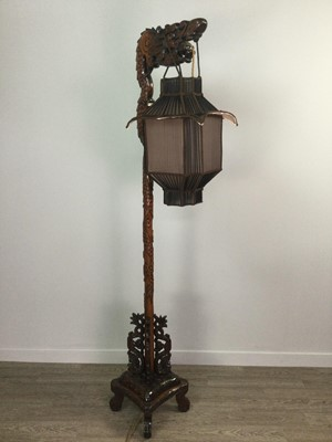 Lot 771 - A CHINESE CARVED WOOD FLOOR STANDING LAMP