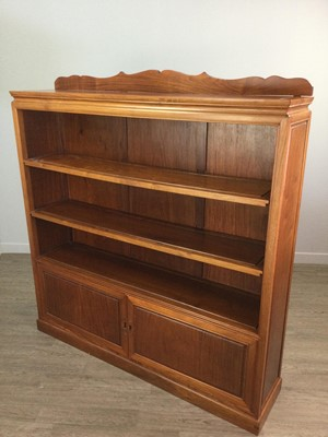 Lot 791 - A 20TH CENTURY CHINESE BOOKCASE