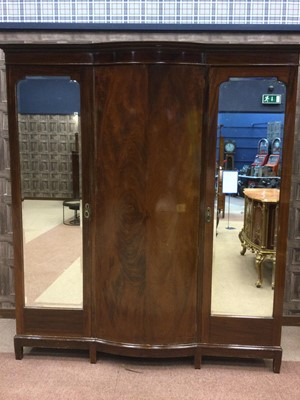 Lot 1363 - AN EARLY 20TH CENTURY INLAID MAHOGANY BEDROOM SUITE