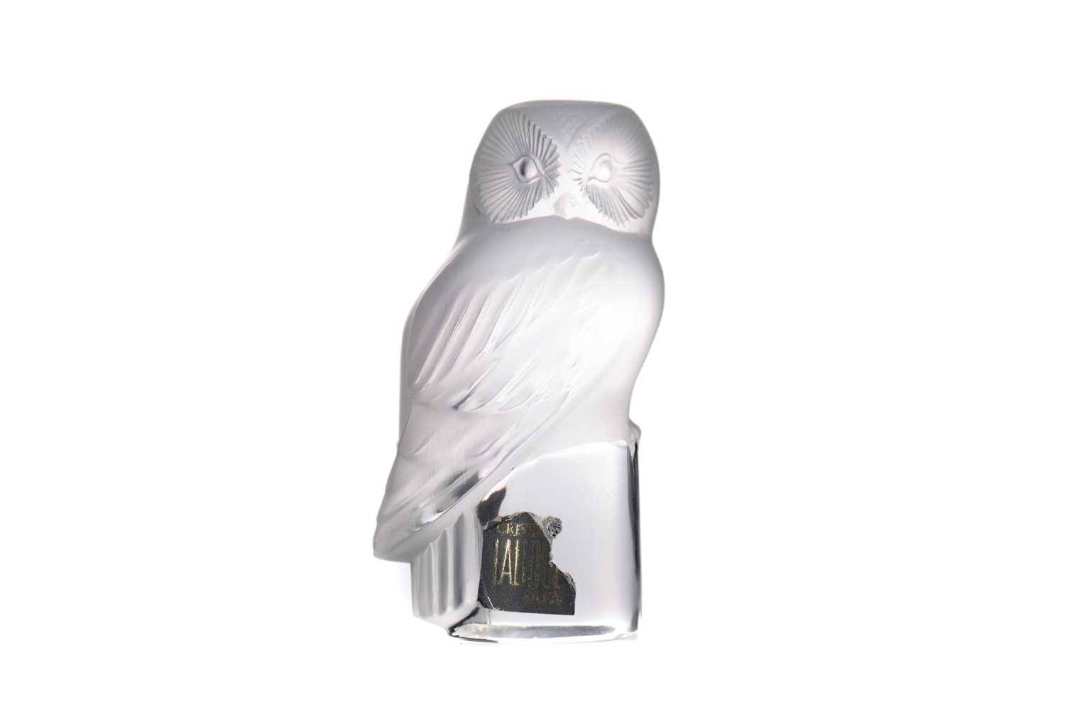 Lot 1102 - A LALIQUE OWL PAPERWEIGHT