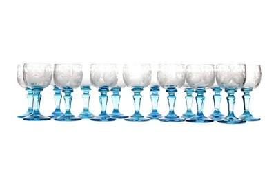 Lot 1049 - A SET OF CLEAR AND BLUE GLASS LIQUEUR GLASSES