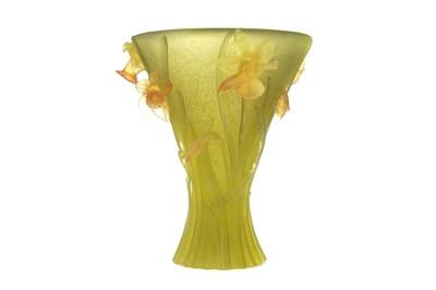 Lot 1084 - A DAUM DAFFODIL GLASS VASE