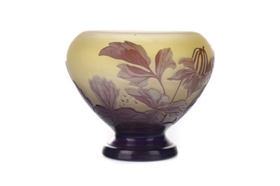 Lot 1088 - A GALLE CAMEO GLASS COUPE VASE