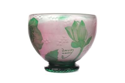 Lot 1098 - A DAUM CAMEO GLASS VASE