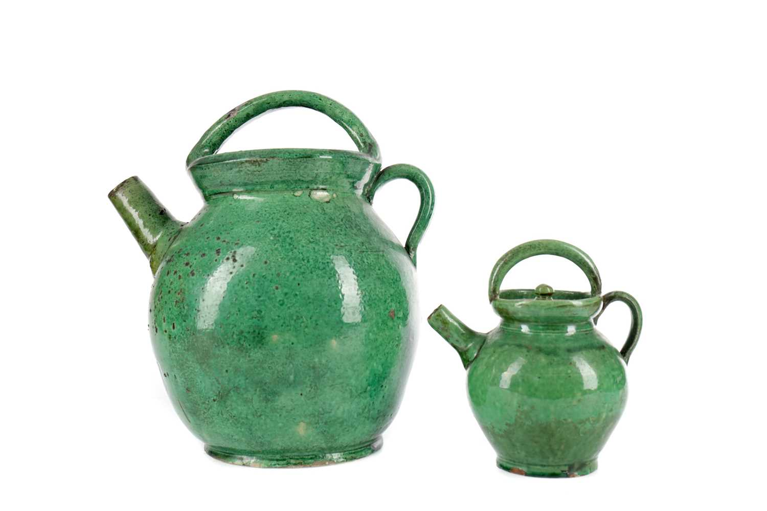 Lot 713 - AN EARLY 20TH CENTURY CHINESE STONEWARE TEA POT