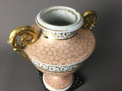 Lot 24 - AN EARLY 19TH CENTURY ENGLISH PORCELAIN VASE