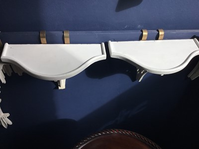 Lot 85 - TWO PAIRS OF PAINTED WOOD WALL BRACKETS, ALONG WITH A CORNER BRACKET