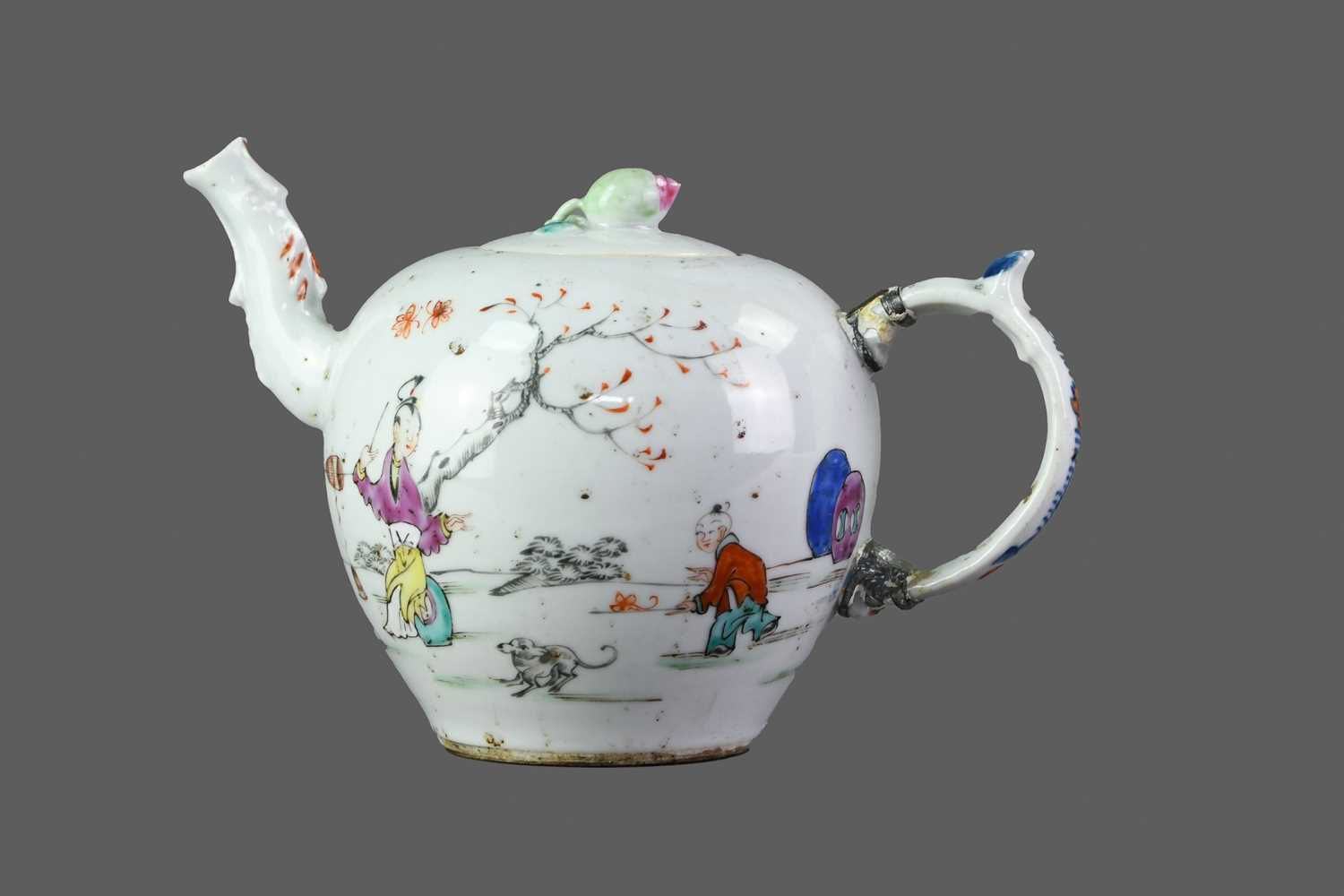 Lot 16 - A 19TH CENTURY CHINESE FAMILLE ROSE TEAPOT AND COVER