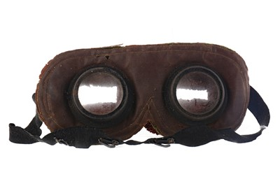 Lot 1348 - A PAIR OF BRITISH WWI ANTI-GAS GOGGLES