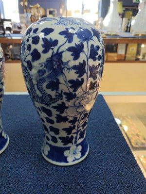 Lot 25 - A PAIR OF 19TH CENTURY CHINESE BLUE & WHITE PORCELAIN VASES