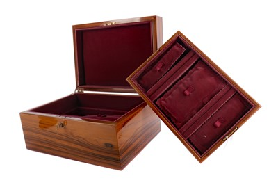 Lot 1415 - A 20TH CENTURY LACQUERED WOOD JEWELLERY CASKET