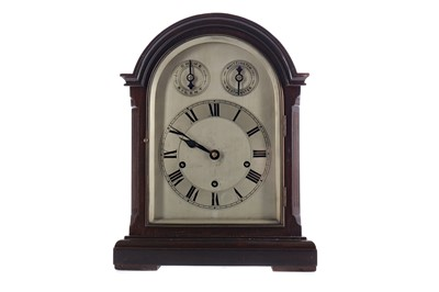 Lot 1874 - AN EDWARDIAN MAHOGANY MANTEL CLOCK