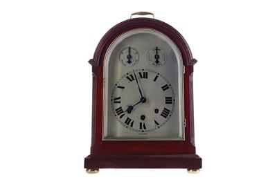 Lot 1878 - AN  EARLY 20TH CENTURY MAHOGANY BRACKET CLOCK