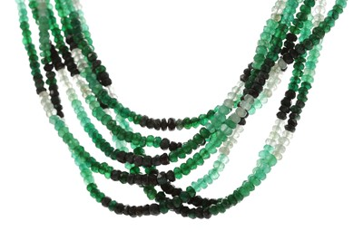 Lot 487 - A BEADED EMERALD NECKLACE