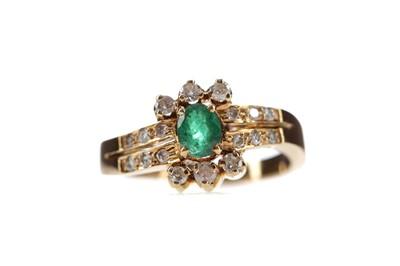 Lot 509 - GREEN GEM SET AND DIAMOND RING