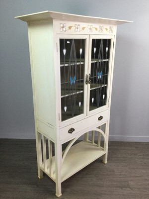 Lot 1663 - AN ARTS & CRAFTS DISPLAY CABINET ATTRIBUTED TO E.A TAYLOR