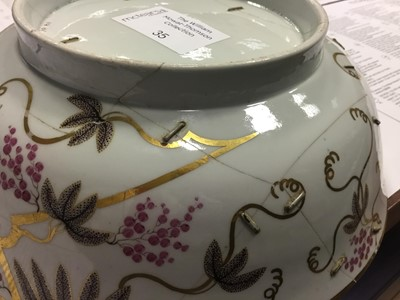 Lot 35 - AN EARLY 19TH CENTURY ENGLISH PORCELAIN BOWL