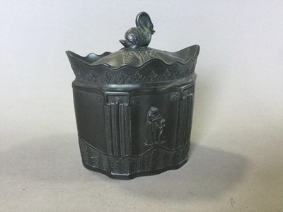 Lot 15 - AN EARLY 19TH CENTURY EASTWOOD BLACK BASALT SUGAR BOWL AND COVER