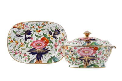 Lot 36 - AN EARLY 19TH CENTURY ENGLISH PORCELAIN SUGAR BOWL, COVER AND STAND