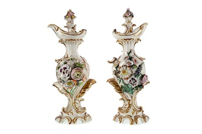 Lot 68 - A PAIR OF EARLY 19TH CENTURY DERBY PORCELAIN EWERS AND STOPPERS