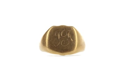 Lot 549 - A CONTINENTAL GOLD SIGNET RING
