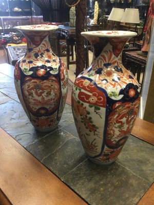 Lot 746 - A PAIR OF EARLY 20TH CENTURY JAPANESE IMARI VASES