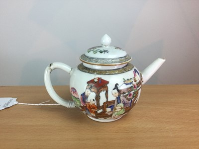Lot 4 - A 19TH CENTURY CHINESE FAMILLE ROSE TEAPOT AND COVER
