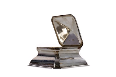 Lot 437 - A VICTORIAN SILVER INKWELL