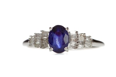 Lot 365 - A SAPPHIRE AND DIAMOND RING