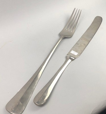 Lot 11 - AN OVERSIZED NOVELTY WALL HANGING KNIFE AND FORK