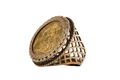 Lot 43 - A GOLD SOVEREIGN RING DATED 1891