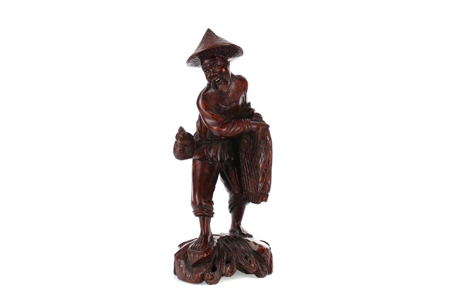 Lot 725 - AN EARLY 20TH CENTURY CHINESE CARVED WOOD FIGURE OF A FISHERMAN