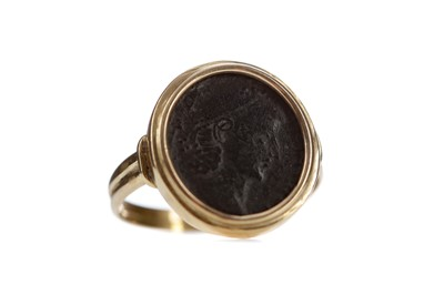 Lot 46 - A ROMAN COIN RING