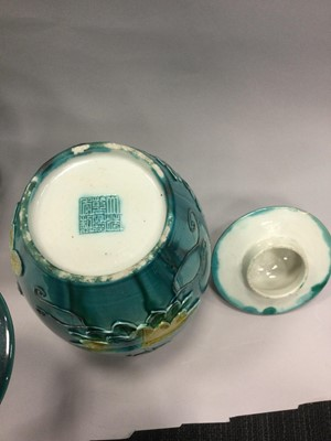 Lot 881 - A PAIR OF LATE 19TH/EARLY 20TH CENTURY CHINESE LIDDED VASES