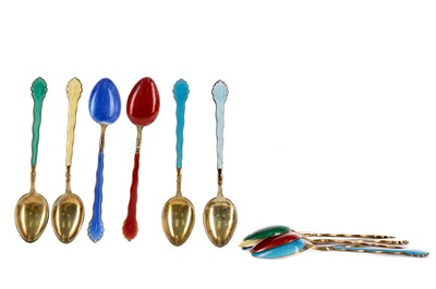 Lot 466 - A SET OF TWELVE SILVER GILT AND ENAMEL COFFEE SPOONS