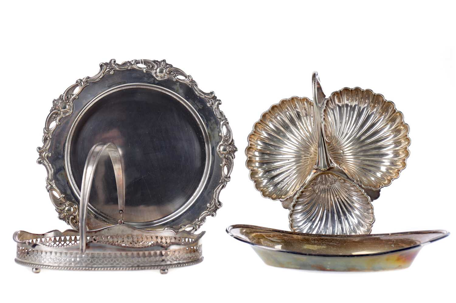 Lot 87 - AN EARLY 20TH CENTURY SILVER PLATED SERVING DISH, ALONG WITH A HOT PLATE, COMPORT AND BASKET