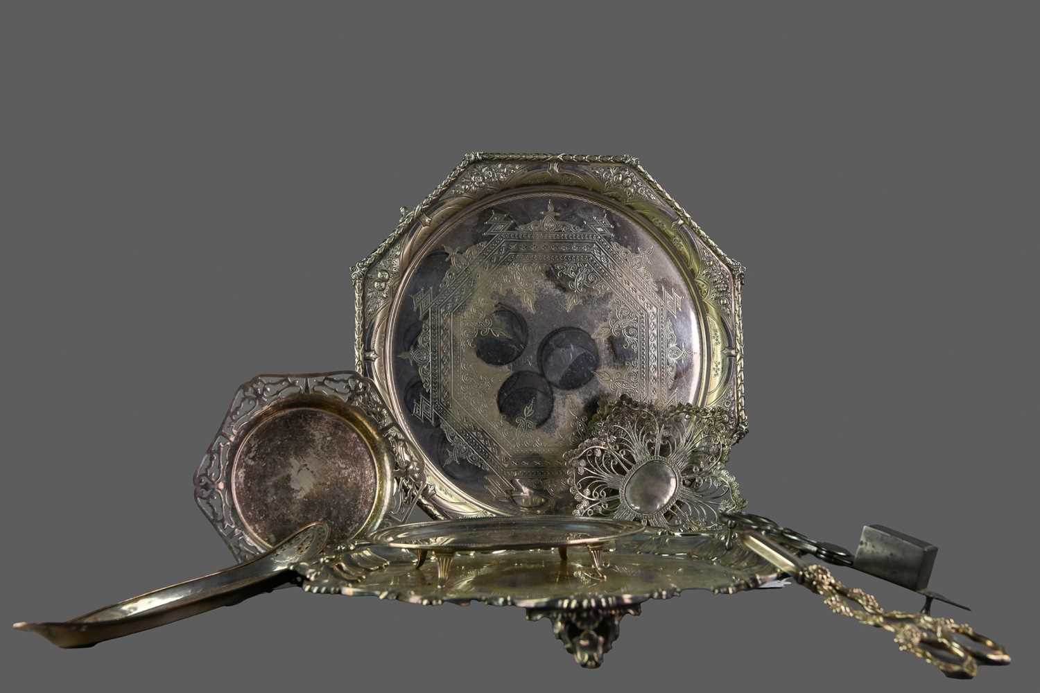 Lot 86 - A LATE VICTORIAN SILVER PLATED SALVER ALONG WITH OTHER PLATED WARE