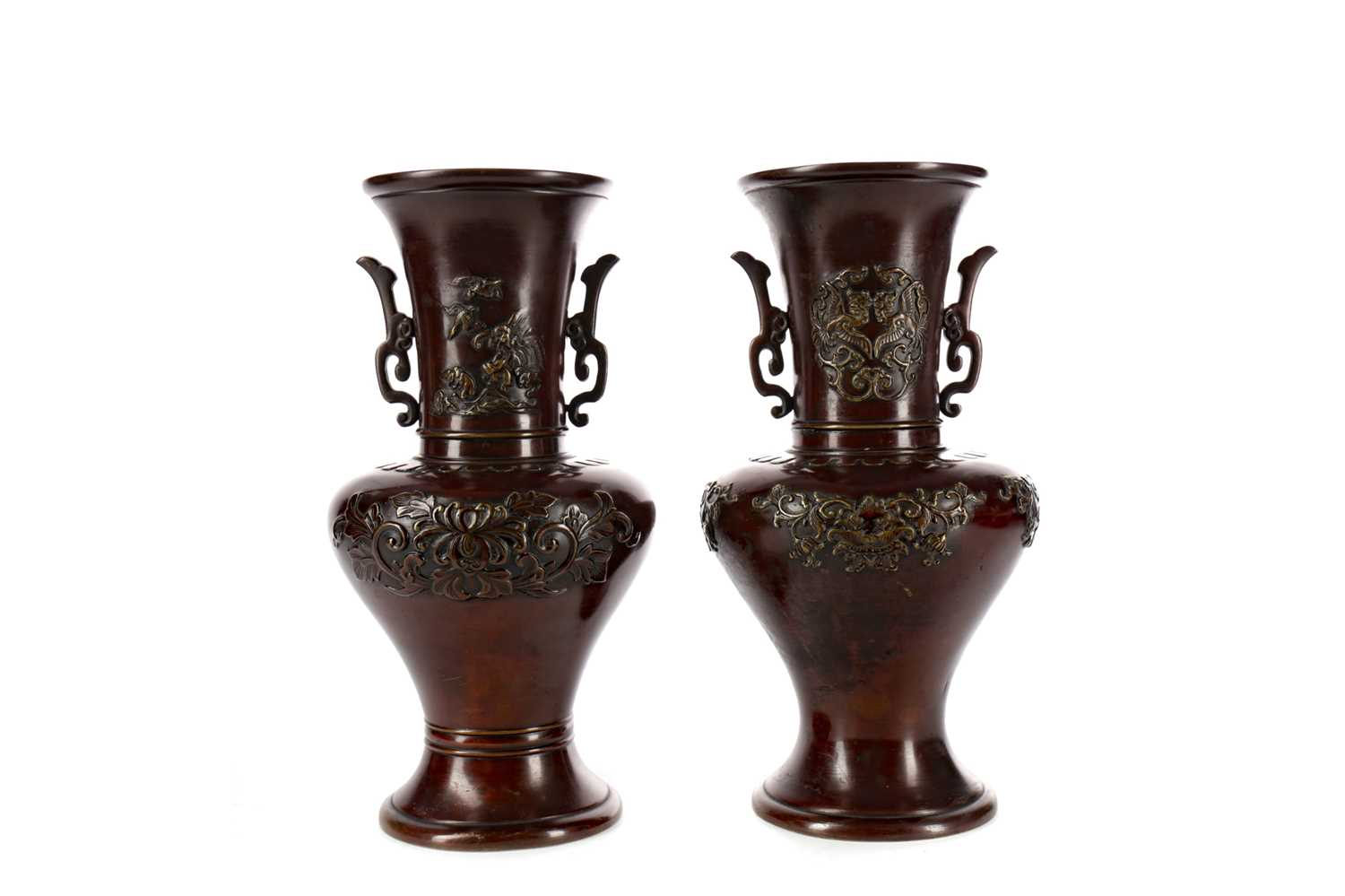 Lot 733 - A PAIR OF EARLY 20TH CENTURY JAPANESE BRONZE VASES