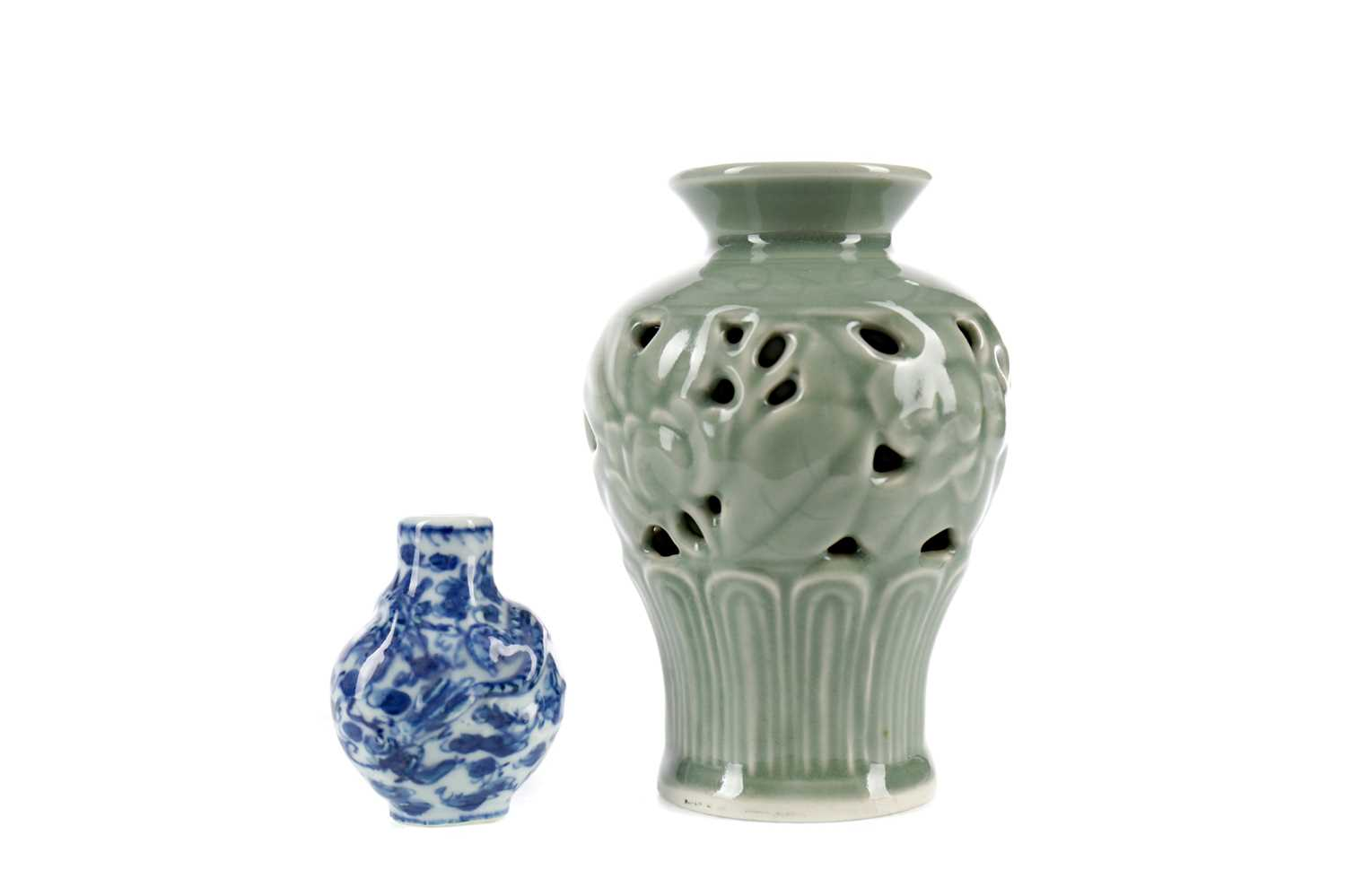 Lot 735 - A 20TH CENTURY CHINESE CELADON VASE AND A SNUFF BOTTLE