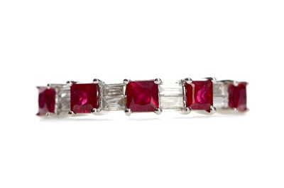 Lot 479 - A RUBY AND DIAMOND RING