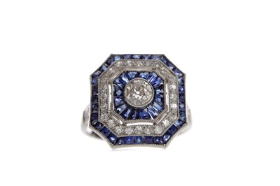 Lot 519 - A SAPPHIRE AND DIAMOND RING