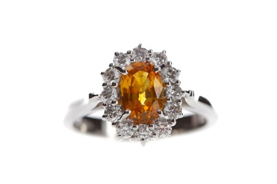 Lot 826 - AN ORANGE SAPPHIRE AND DIAMOND RING
